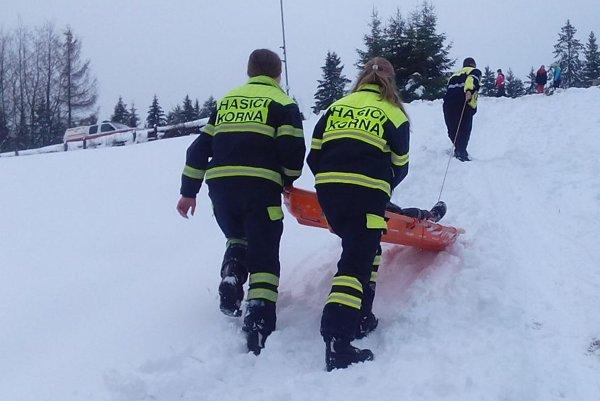 Cez zimu pomáhajú záchranárom pri zvoze pacientov.