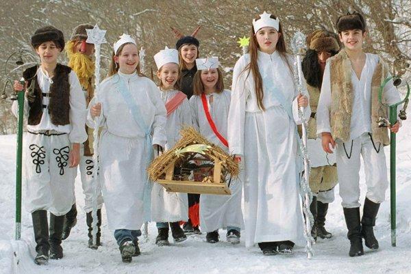Novoročné zvyky. Medzi zvyky na Gemeri patrilo aj jedenie bravočoviny ašošovice.