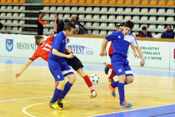 V baráži hralo šestnásť tímov, štyri z nich postúpili. Hlavný turnaj bude v sobotu 14. januára.