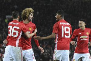 Manchester United chce získať prvú trofej v tejto sezóne.