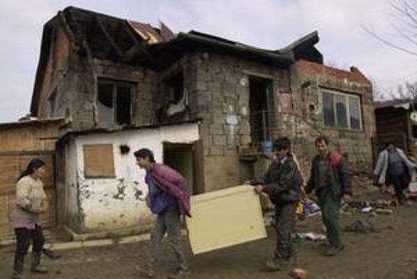 Od epay kariet odstúpila aj Čičava pri Vranove nad Topľou, kde pred pár rokmi v rómskej osade zhorelo päť chatrčí.