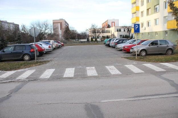 Zaparkovať v Galante je často problém.