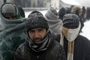 Zima doľahla aj na migrantov.