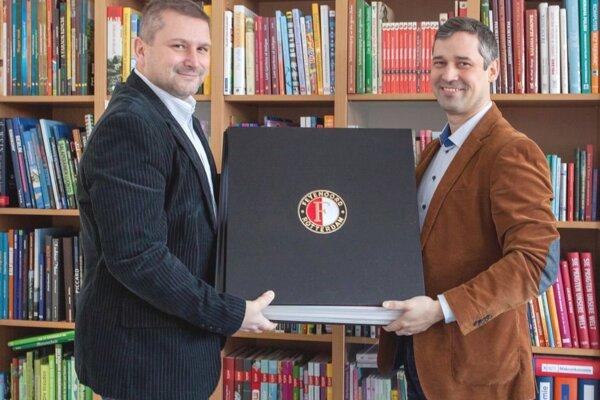 Obchodný riaditeľ Neografie Ivan Hyžák (vľavo) a obchodník, ktorý pracoval so zákazkou, Peter Temniak.