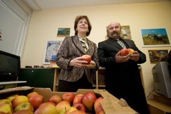 Mikuláš Vareha a prvá dáma Silvia Gašparovičová na dobročinnej akcii pred prezidentskými voľbami.