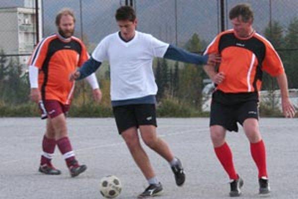Prvú ligu si v budecej sezóne zahrajú tímy Federál a Alko.