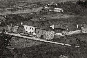 Kaštieľ Mateja Korvína, nazývaný aj Soví hrad, dnes už nestojí. Nachádzal sa blízko dnešného Tesca.