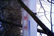 Teplomer umiestnený v dvojmetrovej výške ukazoval mínus 31 stupňov Celzia.
