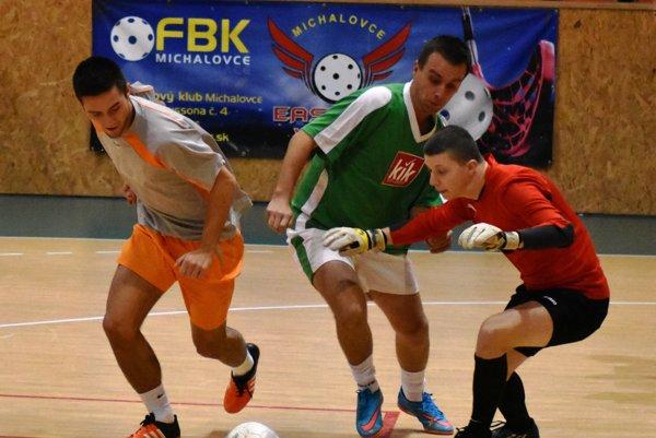 Mužstvá FC Caffetalero aBara Bara sa vezú na víťaznej vlne.