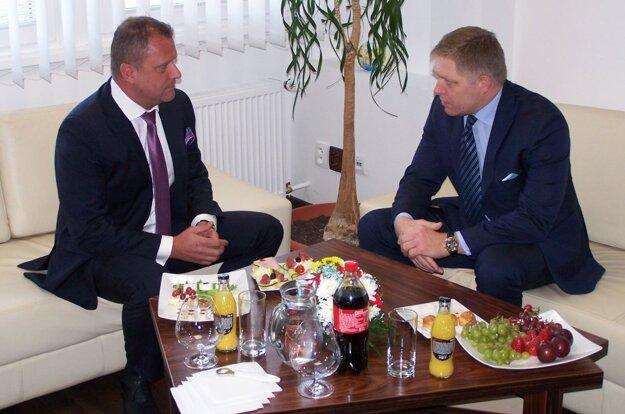 Premiér Robert Fico na stretnutí s martinským primátorom Andrejom Hrnčiarom.