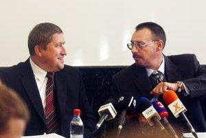 Špeciálny prokurátor Dušan Kováčik s generálnym prokurátorom Dobroslavom Trnkom.
