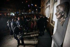 Busta Jána Langoša sa už vrátila na Námestie SNP, Ústav pamäti národa sa má vrátiť k jeho odkazu.
