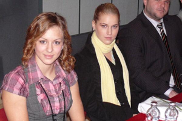 Petra Fašungová (v strede) na oceňovaní najúspešnejších športovcov Prievidzského okresu.