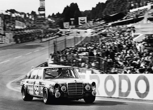 1971: AMG 300 SEL 6.8, nalakovaný červenou farbou, počas 24 hodinových pretekov na belgickom okruhu Spa-Francorchamps