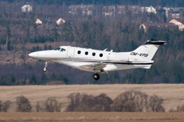 Predseda parlamentu Richard Sulík letel do Salzburgu týmto lietadlom Hawker Beechcraft Premier.