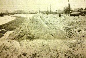 Sneh z Košíc zvážali k Hornádu.