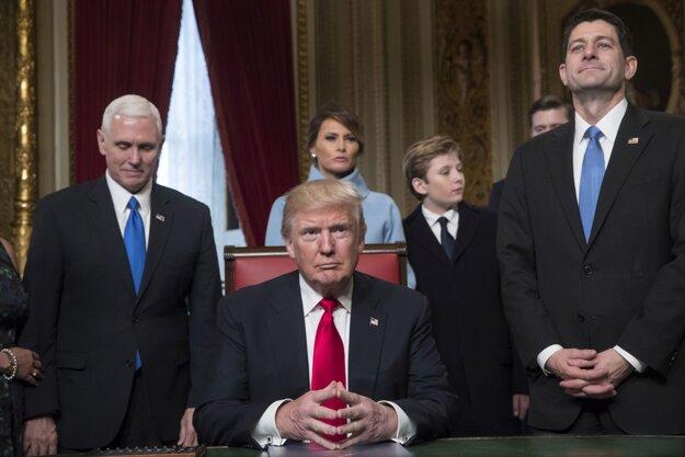 Donald Trump už začal úradovať.