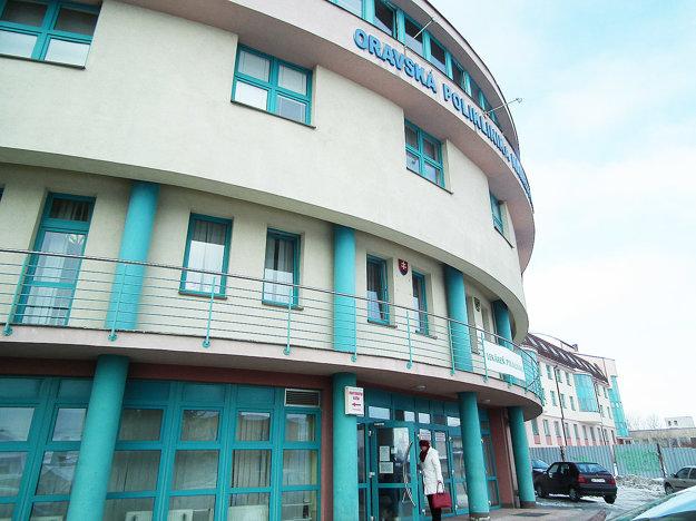 Z Oravskej polikliniky Námestovo nemocnica nebude. No možno ju kompetentní konečne aspoň dostavajú.