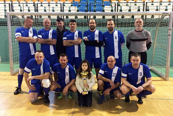 Prvenstvo z minulého ročníka budú obhajovať futbalisti Kyneku, ktorí mali vo svojom strede najlepšieho hráča Erika Hrnčára.