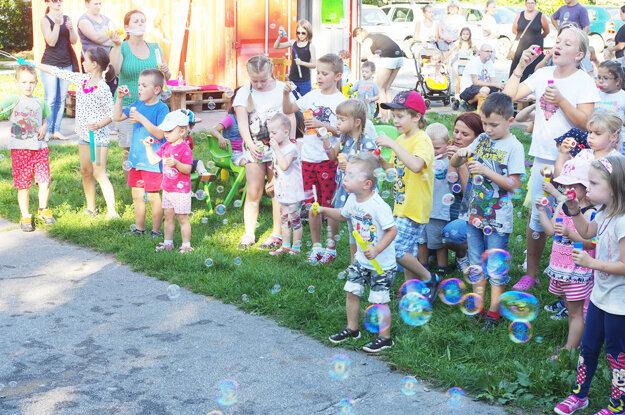 Všade bolo plno bublín a radosti. Akcia sa konala v rámci podujatia CoolTajneR