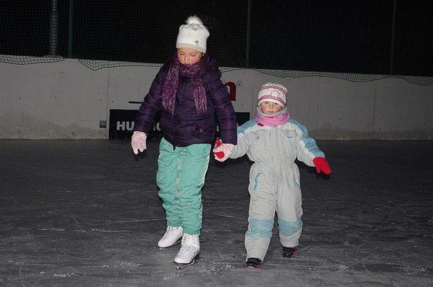 Najprv korčuľujú deti
