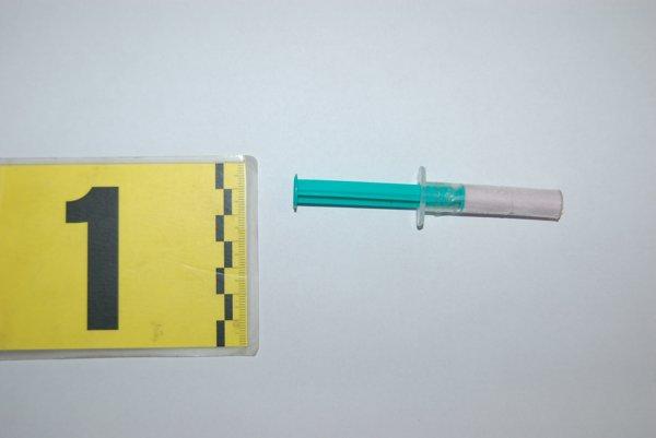 Zo zaisteného množstva pervitínu sa dá podľa polície urobiť 21 až 84 dávok.