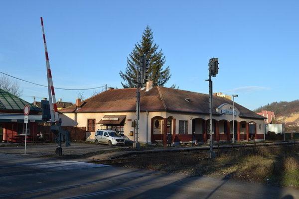 Železničná zastávka vo Fiľakove.