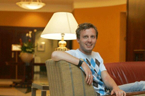 Spisovateľ Michal Hvorecký príde 31. mája o 17. h na besedu do Hornonitrianskej knižnice v Prievidzi.
