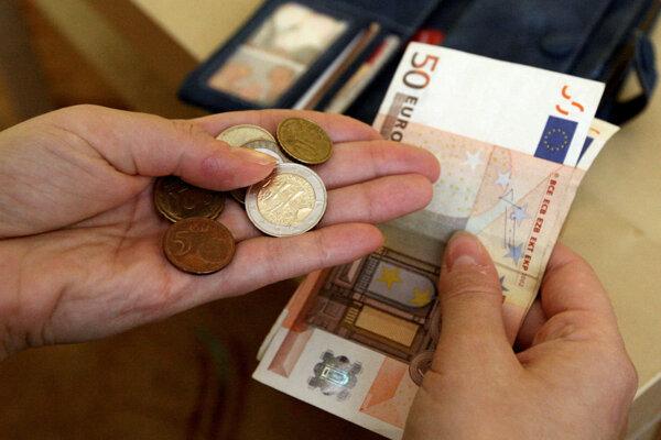 Z izby zmizli dve peňaženky s hotovosťou a dokladmi.