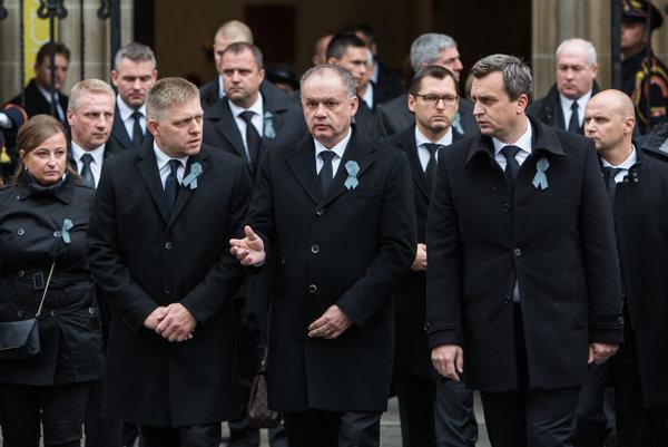 Prezident Andrej Kiska vyzval na pohrebe exprezidenta Michala Kováča politikov, aby sa zaoberali zrušením Mečiarových amnestií. Smer Roberta Fica a SNS Andreja Danka to však v parlamente blokujú.