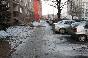 Najhoršia situácia je vraj na Narcisovej ulici.