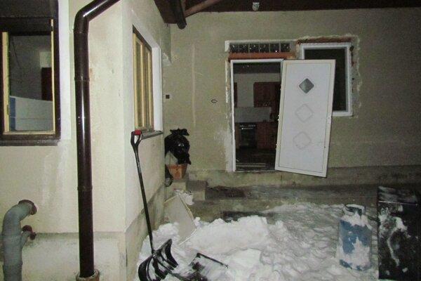 Výbuch poškodil vnútro domu.