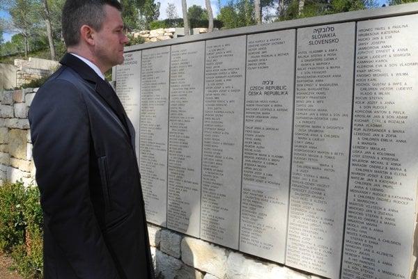 Peter Pellegrini na prehliadke múzea holokaustu Jad vašem.