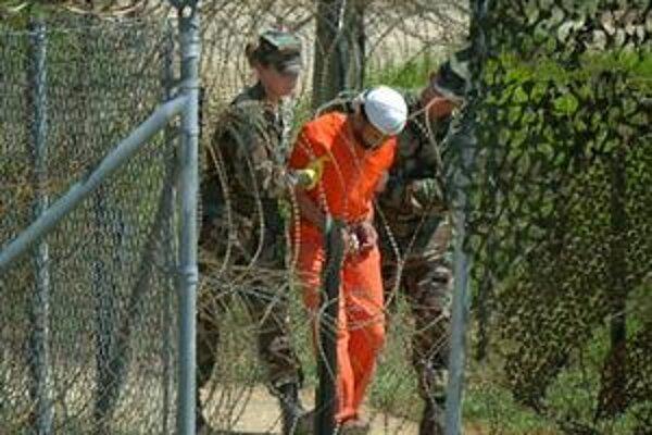 O väzňoch z Guantánama na Slovensku všetko taja naše inštitúcie. Američania sú tiež skúpi na slovo.
