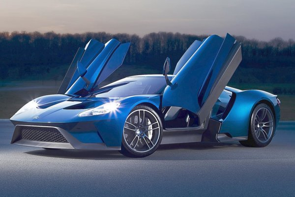 Superšportový automobil Ford GT. Kupé GT, poháňané  3,5-litrovým šesťvalcom výkonu 482 kW, má maximálnu rýchlosť 347 km/h a je tak  najrýchlejším sériovo vyrábaným vozidlom Ford všetkých čias.