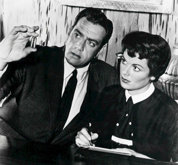 Raymond Burr a Barbara Haleová ako Perry Mason a Della Streetová.