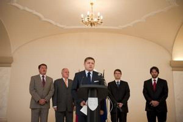 Predsedovi vlády Robertovi Ficovi došla trpezlivosť. Z ministerstva životného prostredia poslal preč už tretieho človeka Jána Slotu z SNS.