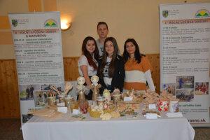 Svoj práce prišli prezentovať aj na Veľkonočné trhy v Zborove nad Bystricou.