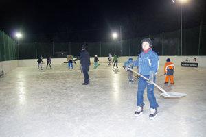 Na tejto krásnej ľadovej ploche sa počas tuhých mrazov mohli vyšantiť deti aj dospelí.