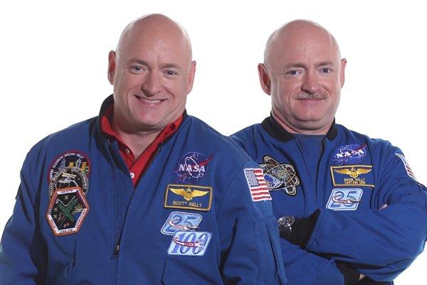 Scott (vľavo) a Mark (vpravo) Kelly.