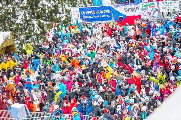 Atmosféra zminulého roka. Fanúšikovia vcieli slalomu žien Svetového pohára valpskom lyžovaní vJasnej.