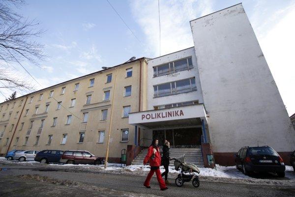 Trenčiansky kraj eviduje záujemcu o budovu polikliniky.