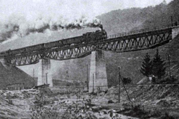 Slávnostný vlak na posledných kilometroch.