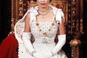 Kráľovná Alžbeta na snímke z apríla 1966.