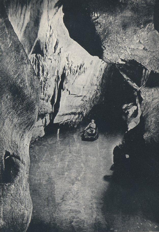 Riečka Styx v jaskyni Domica v roku 1937.