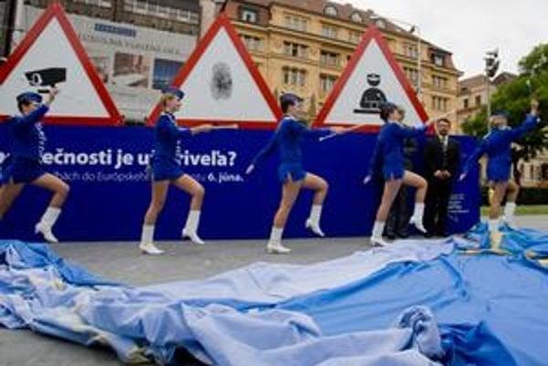 Koľko bezpečnosti je už priveľa? – pýta sa Brusel v motivačnej kampani. V utorok ju spustil v Bratislave.
