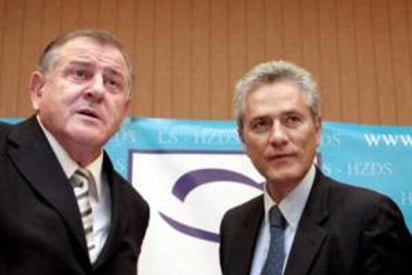 Taliansky senátor Francesco Rutelli a predseda HZDS Vladimír Mečiar počas spoločnej tlačovej besedy.