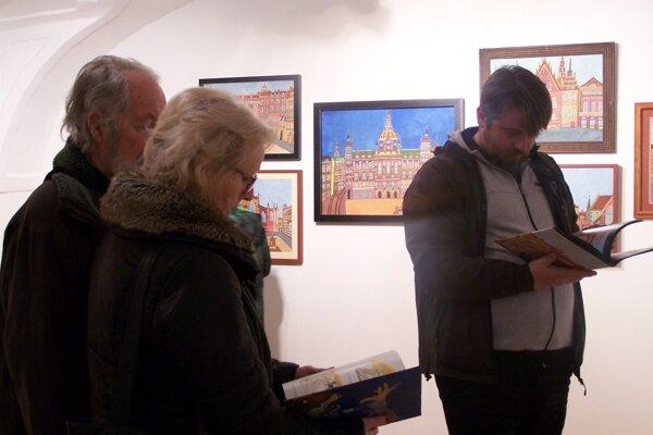 Z vernisáže výstavy predstavujúcej tvorbu Emerika Feješa zo zbierky Ivana Melicherčíka.