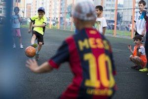 Ani futbal už nie je lacným športom. Ak chce mať rodič zo svojho dieťaťa profesionála, musí doňho investovať.