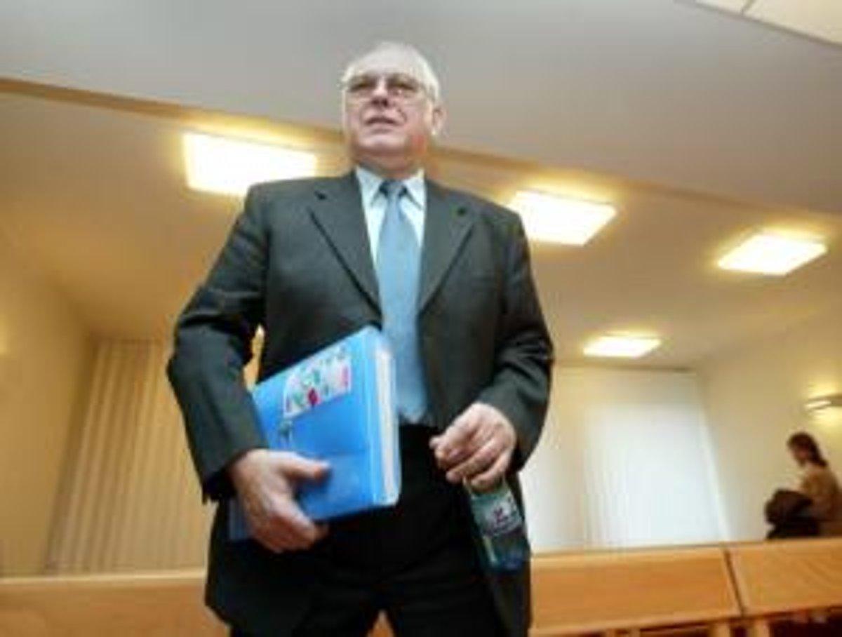 Exposlanec Karlin žaluje médiá o 12 miliónov korún - domov.sme.sk